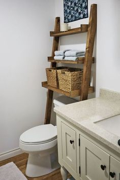 This beautiful wood leaning ladder shelf designed to fit over the toilet is perfect for adding storage without having to drill holes in the wall. It's easy to make with off the shelf lumber and just a few basic power tools. Add that farmhouse look to your bath in just a couple of hours. #buildwoodshelf