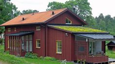 Passivhus i gammal stil Country Home Exteriors, Norwegian House, Scandinavian Cottage, Barn Renovation, Weekend House, Red Roof, Wooden House, Exterior Paint, Interior Architecture