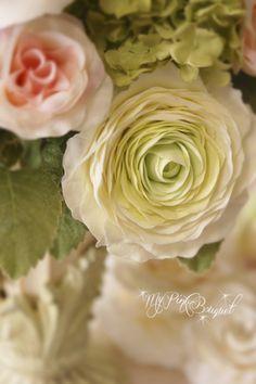花びらの枚数のとても多い、大輪のラナンキュラスの作り方レッスン