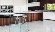 Boffi est une marque italienne de cuisine et salle de bains haut de gamme. En professionnel des cuisines, Boffi réalise des espaces sur-mesure. Ainsi, les cuisines et salles de bains de la marque sont à la fois uniques et design. Ultra-contemporaine et sobre à la fois, la marque Boffi mise sur son esthétique et son savoir-faire pour proposer des collections qui mettent en avant la classe à l'italienne. Les cuisines équipées et les salles de bains design font de Boffi une marque de référen...