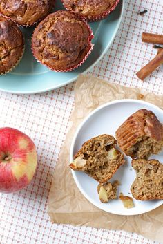Celebrate the flavors of Fall with these Apple Cinnamon Muffins topped with cinnamon vanilla coconut sugar. Freeze for later use if wanted. #fallrecipes #apples