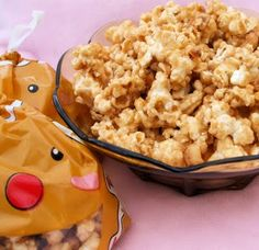 My Creative Stirrings: Cinnamon Butterscotch Popcorn, Candy Cane White Chocolate Popcorn, & Peanut Butter Chocolate Popcorn Sugar Popcorn, Popcorn Snacks, Candy Popcorn, Flavored Popcorn, Salty Snacks, Popcorn Recipes, Pop Popcorn, Yummy Appetizers, Yummy Snacks