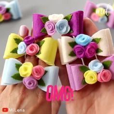 Diy Lace Ribbon Flowers, Diy Ribbon, Fabric Flowers, Diy Crafts For Gifts, Felt Crafts, Paper Crafts, Felt Bows, Diy Hair Bows, Diy Headband