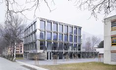 The new school building of Visp Vocational School allows, as an independent building to expand the existing structure of the whole. The link established with...
