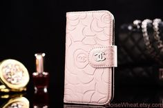 I want this Chanel case for my phone! Samsung Note 3, Samsung Galaxy S4 Cases, Galaxy Phone, Iphone Cases, Mobile Accessories, Laptop Accessories, Leather Case, Leather Wallet, Unique Gadgets