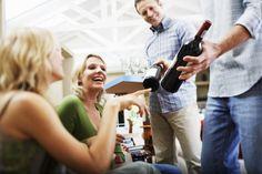 http://elgrancatador.imujer.com/4347/6-simples-pero-utiles-consejos-para-servir-vino-en-una-fiesta