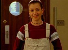 Alyson Hannigan in Buffy the Vampire Slayer Willow Buffy, Baby Blue Pants, Buffy Im Bann Der Dämonen, White Overalls, Dungarees, Overalls Fashion, Himym, Cute Crop Tops, Sarah Michelle Gellar