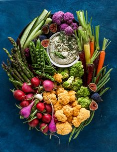 This creamy cashew blue cheese dip is a fantastic snack or appetizer! Grab some veggies, crackers and chips and get your dip on. Avocado Recipes, Healthy Recipes, Veggie Recipes, Instant Pot Chicken Noodle Soup Recipe, Brunch, Creamy Mushrooms, Spring Recipes, Blue Cheese, Sour Cream