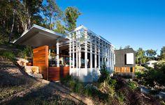 THE STONEHAWKE HOUSE Stephanie Madison explores architect Shawn Godwin's award-winning Brisbane home.