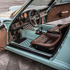 Minimal and lightweight interior on a Porsche 911