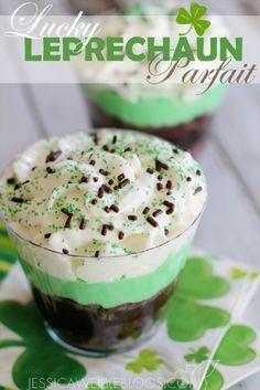Lucky Leprechaun Parfait - 17 Coolest St. Patrick's Day Treats | GleamItUp