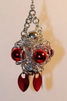 Chainmail Christmas ornament - Looks like a variation on the hourglass weave