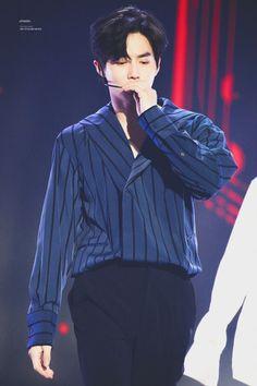 Suho - 170920 1st Soribada Best K-Music Awards Credit: Pink Som. (제1회 소리바다 베스트 케이뮤직 어워즈) Hyun Kim, Kim Min Seok, Xiu Min, Kim Jong In, Park Chanyeol, Kyungsoo, Park Bo Gum Moonlight, Do Kyung Soo, Kim Junmyeon