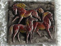 K.H. Feisst Design Karlsruher Majolika Keramik Wandbild   Rote Pferde   7796