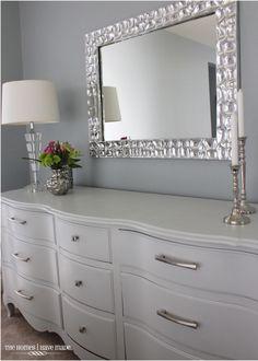 Pallet Furniture Bedroom Dresser How To Paint 20 Ideas Furniture Showroom, Old Furniture, Refurbished Furniture, Cheap Furniture, Pallet Furniture, Furniture Decor, Modern Furniture, Furniture Design, Street Furniture