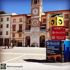 ...La città si #veste di #meeting14 #piazzatremartiri #versoleperiferie #meetingrimini #myer #myrimini #raccontarimini #igers #riminifiera #viviloconnoi