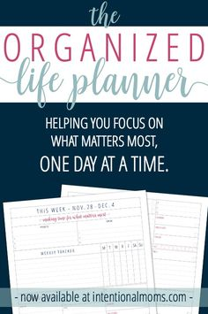 11 different planners. Tons of photos. A planner-girl's dream. Here's the Ultimate Planner Review for 2016!