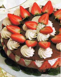 Il Supremo: Torta al cioccolato con fragole e ciuffi di panna ...