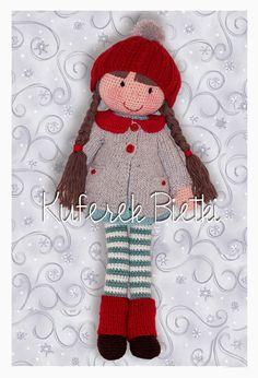 Albertina - lalka wykonana na szydełku. Lalka ubrana jest w sukienkę, płaszczyk, getry i czapeczkę wykonane na drutach. Włosy lalki upięt...