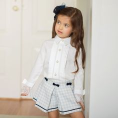https://cdn.childrensalon.com/media/catalog/product/cache/0/image/1000x1000/9df78eab33525d08d6e5fb8d27136e95/p/i/piccola-speranza-girls-ivory-cotton-blouse-227769-3e0f5f6b8627027a025bfe78b797b0b2533248c0-outfit.jpg