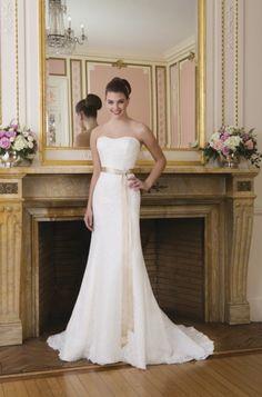 Langes Brautkleid in Elfenbein/Creme aus Spitze für A-Linien-Silhouette von Sweetheart - Art. 6008 - Jetzt nachsehen in der Brautkleider-Galerie von weddix