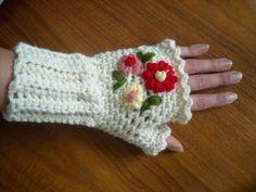 Pretty floral wristwarmers: free pattern needs translation