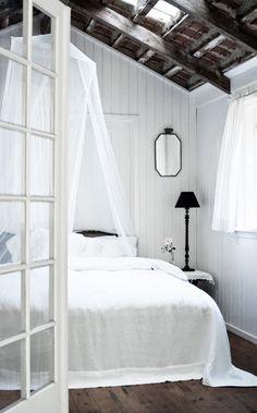 Para mi casa de pueblo {Ideas for my village house} Attic Remodel, Vintage Interiors, Deco Design, Scandinavian Home, Dream Bedroom, Master Bedroom, Tranquil Bedroom, Pretty Bedroom, Bedroom Bed