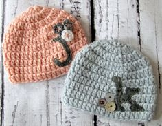 how perfect is this? Custom Monogramed Crocheted Twin Brothe/Sister hat set by HunkyDoriBoutique Crochet Baby Hats, Crochet Beanie, Love Crochet, Learn To Crochet, Crochet For Kids, Knitted Hats, Knit Crochet, Knitting Projects, Crochet Projects