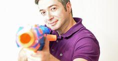 Als Kind half Mustafa Isik im Restaurant der Eltern und träumte davon, zur Superprogrammiermaschine zu werden. Der selbsternannte Nerd bringt heute den Bayerischen Rundfunk auf digitalen Kurs.