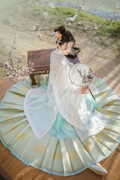 Traditional Chinese, Chinese Style, Traditional Dresses, Chinese Fashion, My Beauty, Asian Beauty, Pretty Asian, Chinese Clothing, Kawaii Clothes