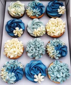 Buttercream cupcakes by . The colours are so amaziiing! Silver Cupcakes, Green Cupcakes, Floral Cupcakes, Blue Wedding Cupcakes, Cupcake Piping, Buttercream Cupcakes, Cupcake Cakes, Mothers Day Cakes Designs, Mothers Day Cupcakes