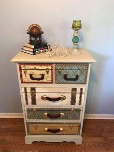 Decoupage Suitcase, Decoupage Furniture, Furniture Fix, Upcycled Furniture, Furniture Making, Refurbished Furniture, Hand Painted Furniture, Furniture Makeover, Decoration