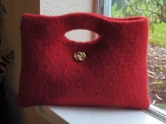 Love the simplicity of this felt purse