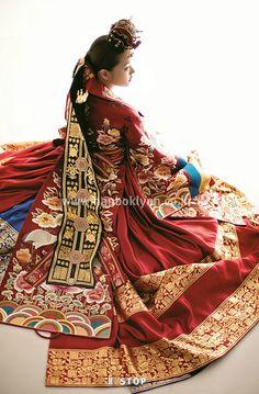 Lynn Hanbok Wedding dress-http://www.belajarbahasakoreaonline.blogspot.com/2013/04/topik-partikel.html