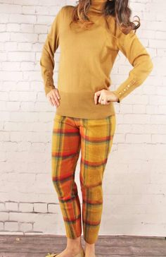 have you ever heard of fleece leggings? Well I hadn't until I ran into these at Grosgrain Fabulous . I love these, and honestl. Fleece Projects, Sewing Projects, Pants Tutorial, Fleece Leggings, Sewing Hacks, Sewing Tips, Grosgrain, Tartan, Free Pattern