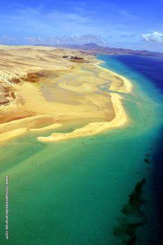 QUEDARME PARA SIEMPRE  En pocos lugares siento la energía de Fuerteventura. Sus playas espectaculares me llena de atracción y seducción. Aquí para el reloj, deseo quedarme para siempre.  Imagen de Fotos Aéreas de Canarias en Costa Calma, Pájara, Fuerteventura.