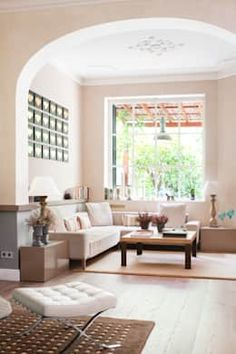 10 warme und moderne Wohnzimmer in Beige