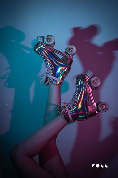 Roller Derby, Retro Roller Skates, Roller Skate Shoes, Roller Skating, We All Mad Here, Sacs Louis Vuiton, Kawaii Shoes, Retro Aesthetic, Mode Inspiration