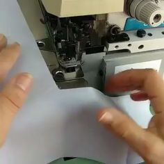 Corte e Costura Veja Como Mudar Sua Vida Financeira Modo Simples e Fácil - Nähen - Sewing Basics, Sewing Hacks, Sewing Tutorials, Sewing Projects, Baby Dress Patterns, Skirt Patterns Sewing, Techniques Couture, Sewing Techniques, Learn To Crochet