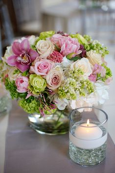 floral centerpiece photo by Dallas based wedding photographers Aves Photographic Design