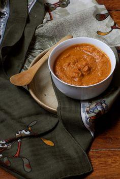 § Purée de carottes § (j'ai modifiez la recette de Mély ↓ car j'ai un cuiseur vapeur  qui permet de régler la température de cuisson pour préserver un max de nutriments)  ►3 carottes ►2 cas de tamari (sauce soja) ►1 cac bombée de cacahuète Lavez, découpez vos carottes en rondelles.Faites les cuire au cuiseur vapeur à basse température.Une fois cuites versez-les dans le blender + la purée de cacahuète + le tamari.Mixez.A table!!