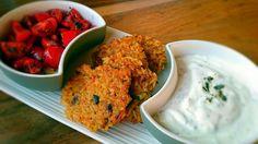 Arabische Reisbratlinge mit Ziegenkäsedip und Tomatensalat