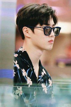 Suho - 160828 Incheon Airport, departing for Hawaii Credit: Lovely Creature… Park Chanyeol, Chanyeol Baekhyun, Exo Chen, Kris Wu, Tao, K Pop, Kim Joon Myeon, Exo Facts, Kim Jong Dae