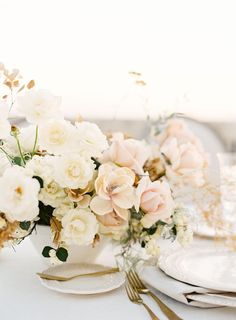 blush and ivory wedding centerpiece | Photography: Whiskers and Willow