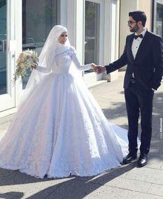 New Wedding Dresses Hijab Muslim Couples 17 Ideas Muslim Wedding Gown, Hijabi Wedding, Muslimah Wedding Dress, Muslim Wedding Dresses, Muslim Brides, Muslim Couples, Bridal Wedding Dresses, Dream Wedding Dresses, Bridal Hijab