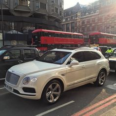 Bentley 4X4 Bentayga live Knightsbridge, the new London taxi.