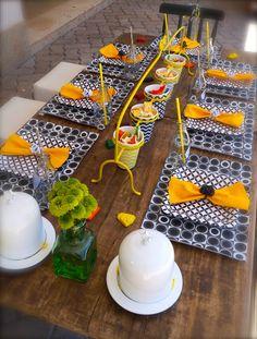 Créditos:   Projeto de decoração, objetos, arranjos florais, papelaria e fotografia: Proj...