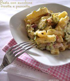 Pasta con zucchine, ricotta e pancetta