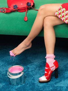 Quirky Exploration of Girls Tricks & Tips – Fubiz Media, KENZO, Foot, Paint…