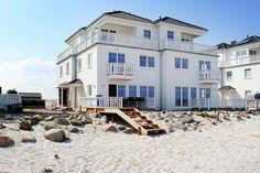 Luxuswohnung mit wunderschönem Meerblick und eigenem Strandgrundstück zwischen Schlei und Ostsee. Neue, sehr komfortable Doppelhaushälfte mit Sauna, Whirlpool und Kamin, nur 50 Meter vom Wasser entfernt.